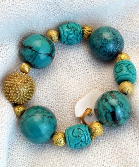 Armband mit Türkisen und vergoldeten Spacern