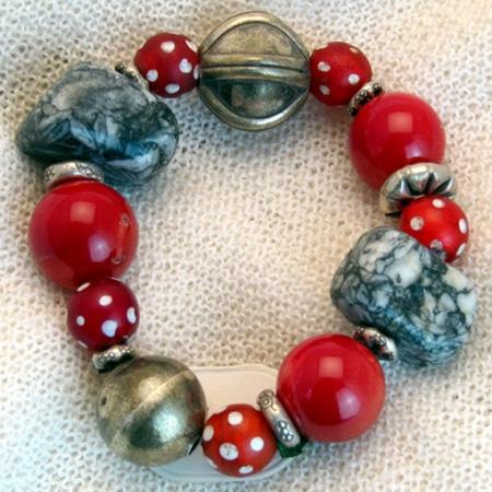 Armband mit Silberkugeln und alten afrikanischen Glasperlen