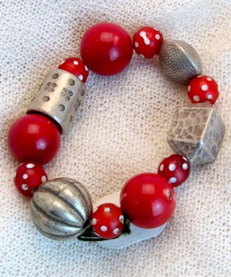 Armband mit Bambuskoralle, Silber und afrikanischen Glasperlen