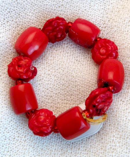 Armband mit Koralle und tibetischen Glückssteinen