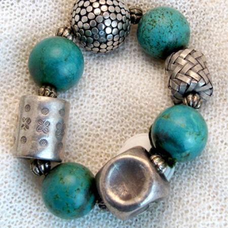 Armband mit tibetischen Silberteilen