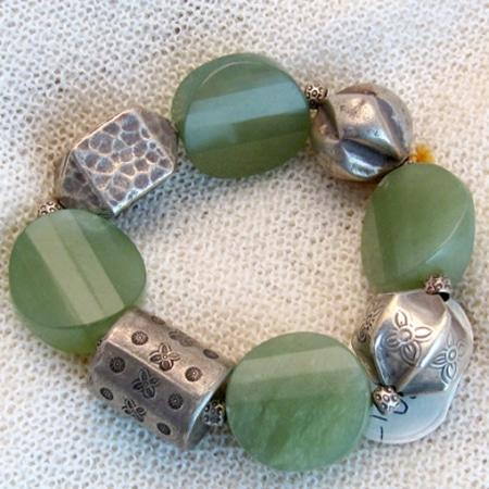 Armband mit Achaten und Silberteilen
