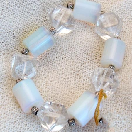 Armband mit Opalglas und Bergkristall