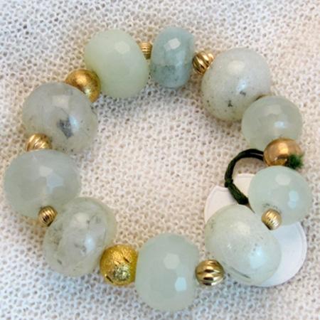 Armband mit hochwertigen Halbedelsteinen und vergoldeten Silberteilen