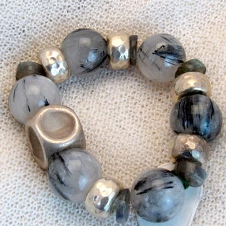 Armband mit Achaten und tibetischen Silberteilen