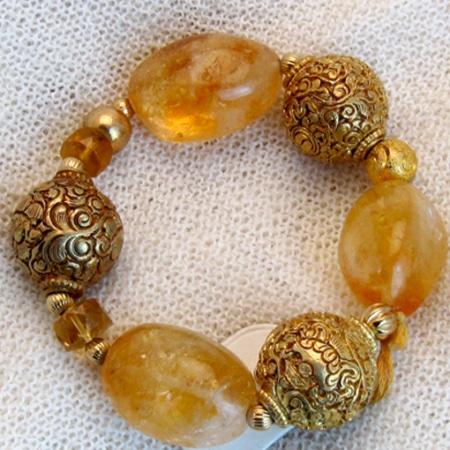 Armband mit Karneol und vergoldeten Silberteilen