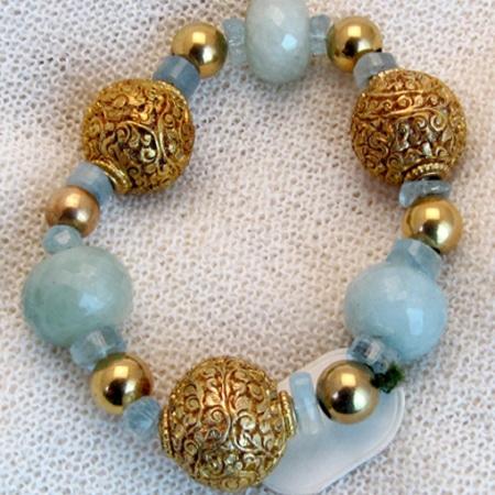Armband mit Aquamarin und vergoldeten Silberkugeln
