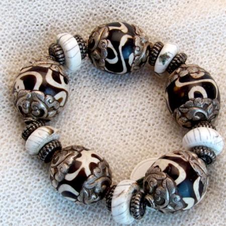 Armband mit afrikanischem Horn und tibetischen Silberteilen