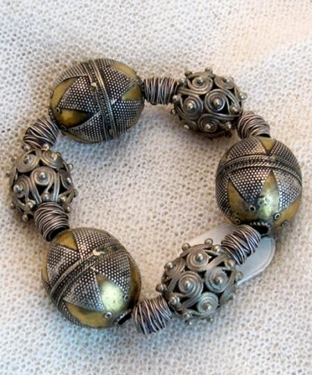 Armband mit antiken Silberteilen