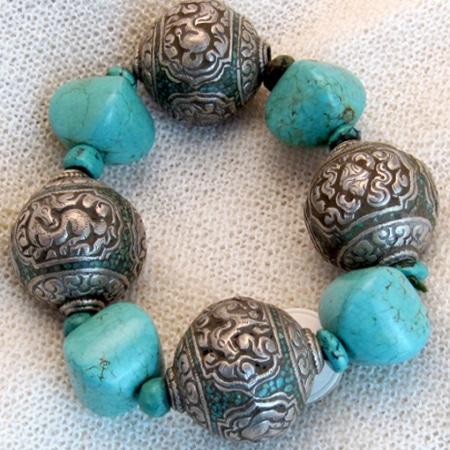 Armband mit Türkisen und tibetischen Silberkugeln