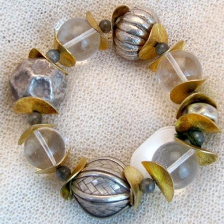 Armband mit antiken tibetischen Silberkugeln und vergoldeten Silberteilen