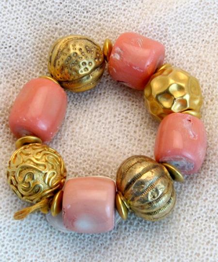 Armband mit Bambus Koralle und vergoldeten Silberkugeln