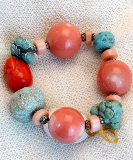 Armband mit Bambus Koralle und Magnesit