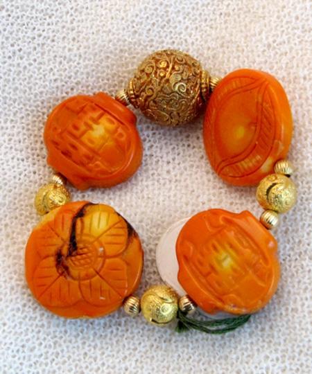 Armband mit Bambuskoralle und vergoldeten Silberteilen