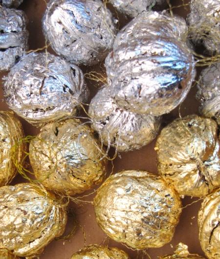 GoldNuss foliert - Baumbehang
