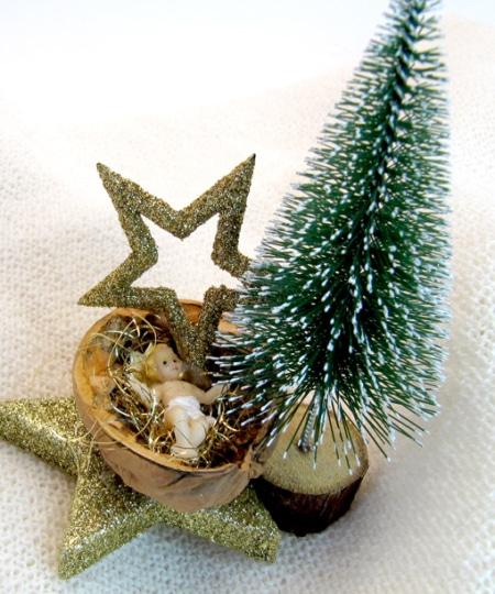 Christkindl Nuss mit Baum
